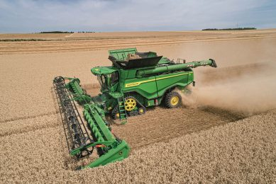 The new John Deere X combines deliver an average of 45% more harvesting capacity across all crops, with no sacrifice in grain quality. And this all while using 20% less fuel claims Deere.