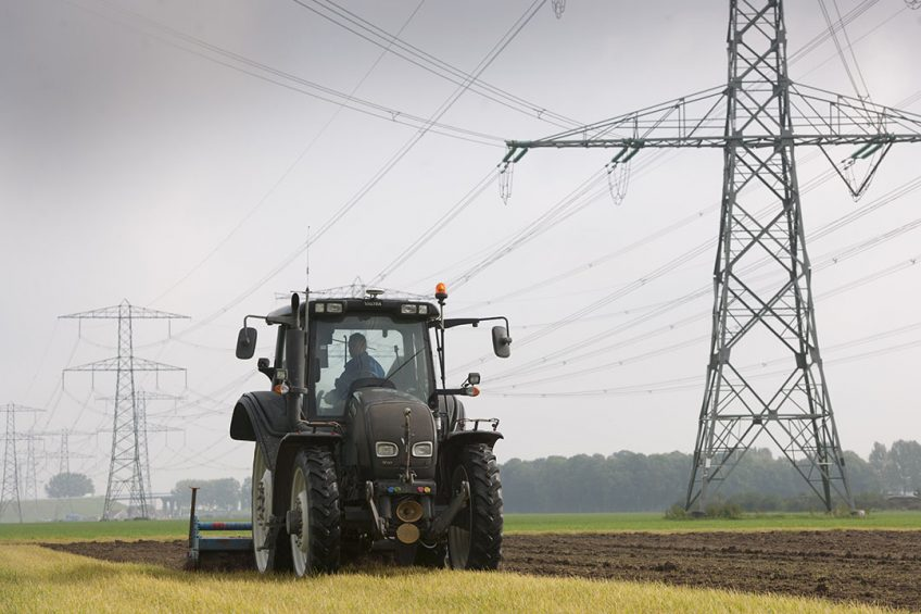 UK: 100 additional power line accidents every year
