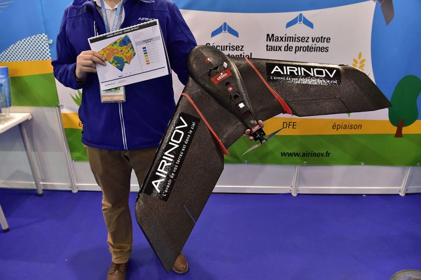 2017-02-26 19:32:27 An Airinov agricultural drone is displayed during the SIMA (Mondial des Fournisseurs de l'Agriculture et de l'Elevage) 2017 at the Parc des Expositions Paris Nord in Villepinte on February 26, 2017.  CHRISTOPHE ARCHAMBAULT / AFP