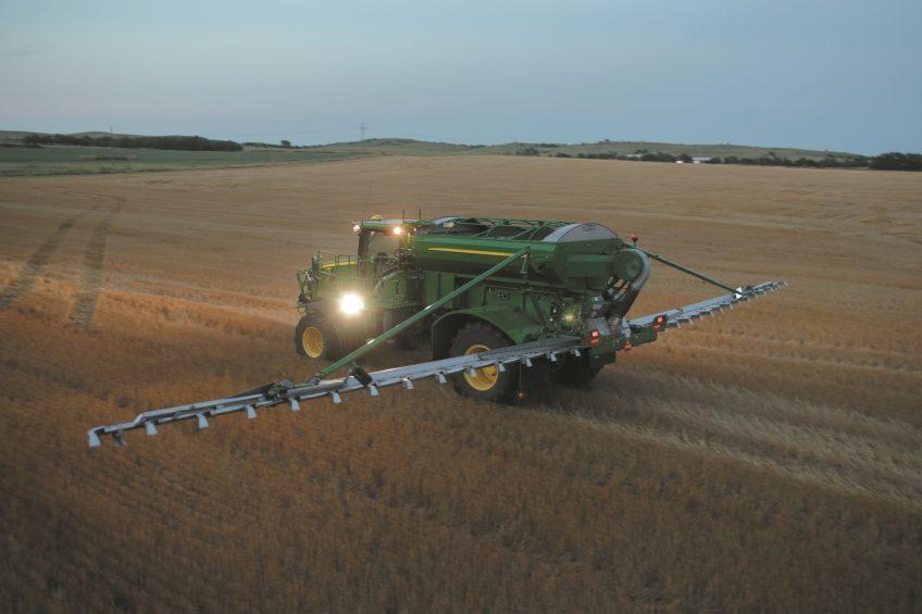 John Deere adds air boom fertiliser spreader option