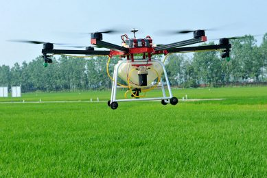 2017-05-22 16:49:57 This photo taken on May 22, 2017 shows an agricultural drone being used to spray pesticide on crops in a village in Poyang, central China's Jiangxi province. / AFP PHOTO / STR / China OUT