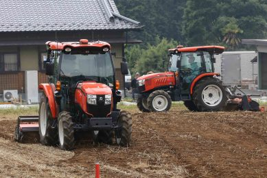 Video: Japanese firms in race to develop driverless tractors