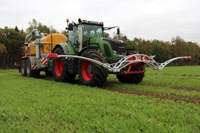 Crop sensors control precise slurry/manure application