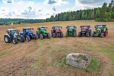 The seven test tractors during the test in Finland. From left to right Valtra T214 Versu SmartTouch, New Holland T7.245 PCE, Deutz-Fahr 6215 RCshift, Massey Ferguson 7722 Dyna-6 Efficient, John Deere 6195R DirectDrive, Case IH Puma 220 MCE and Claas Axion 810 Hexashift.