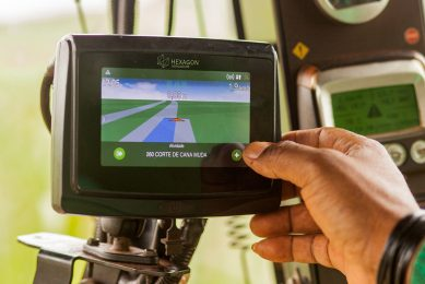 Hexagon in-cab terminal offers precision ag options
