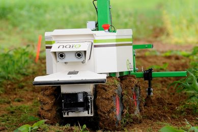 """A weeding robot is pictured during a demonstration of new technologies """"Digifermes"""" (Digital farms) at the Arvalis farm, an applied agricultural research organisation dedicated to arable crops, on June 15, 2016 in Saint-Hilaire-en-Woevre, eastern France. (Photo by JEAN-CHRISTOPHE VERHAEGEN / AFP)"""