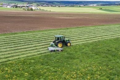 John Deere launches universal autosteer system