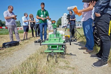 © photonews.at/Georges Schneider -   Korning (NÖ) 25.06.2018 -  Im Rahmen der Präsentation der Projekte zur Agro Innovation Lab (AIL) 'Robotics Challenge 2019' (Warum Robotik-Lösungen in der Landwirtschaft zunehmend eine Rolle spielen) fand heute eiin Pressegespräch statt. PHOTO: Während der Präsentation der Roboter.