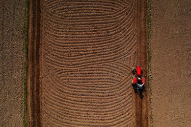 2018-10-12 11:36:21 This aerial photo taken on October 12, 2018 shows Indian farmer Ajay driving a tractor to plough a field with his brother Tejpal near the banks of Yamuna river in New Delhi.  PRAKASH SINGH / AFP
