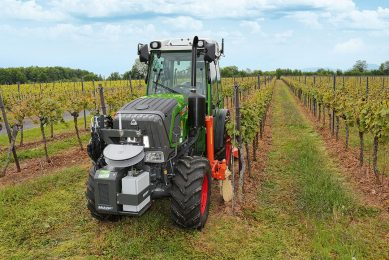 Laser-guided auto-steer system for Fendt 200