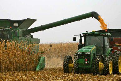 Smart Ag develops driverless grain-carting tractor
