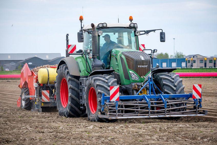 (C) Roel Dijkstra / Joep van der Pal   Nieuwe Tonge - proef aardappels poten met verschillende machines