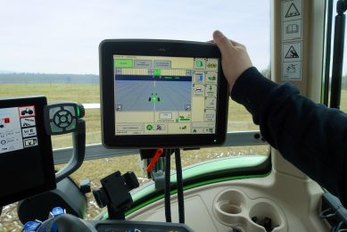 Reichhardt connects Deere with Agco