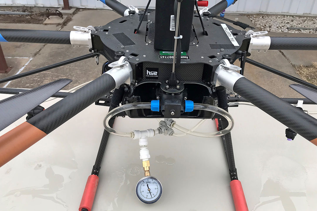 Few spray drones are equipped with a pressure gauge, despite it being essential for calibrating sprayers and checking rates and nozzle operating parameters. - Photo: Daniel Martin
