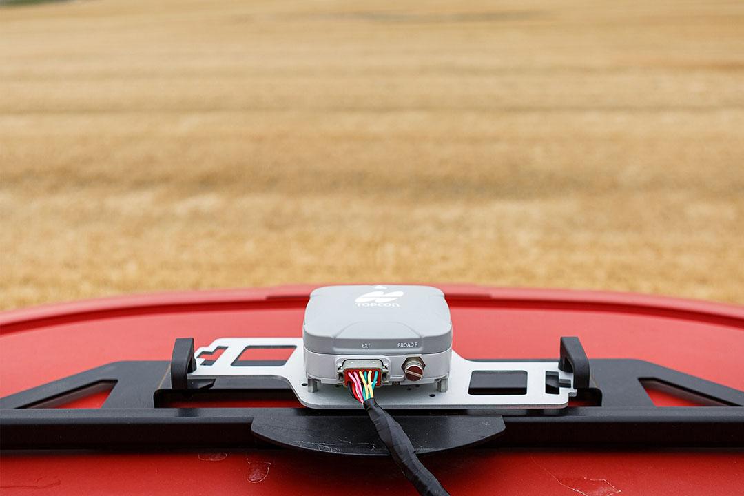 Topcon AGS-2 guidance receiver. - Photo: Topcon