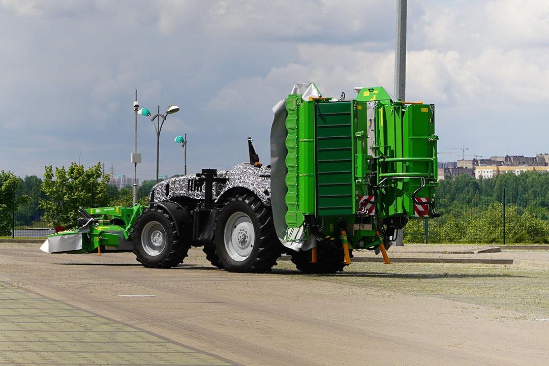 The engine of the autonomous prototype is the same 350 hp Cummins block as the Belarus 3523. - Photo: Profi
