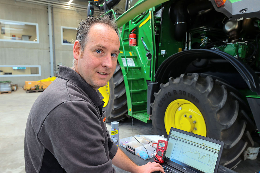 Software specialists are becoming increasingly important in the tractor and machinery workshops. Unrestricted access to manufacturers' data is vital for them. - Photo: Bert Jansen